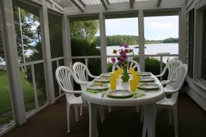 A table setting that speaks to summer breezes at a southeastern Minnesota lake cabin.