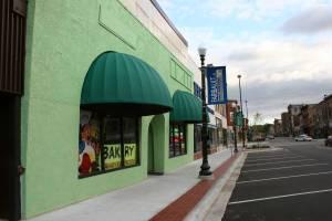 The bright green Los 3 Reyes Bakery