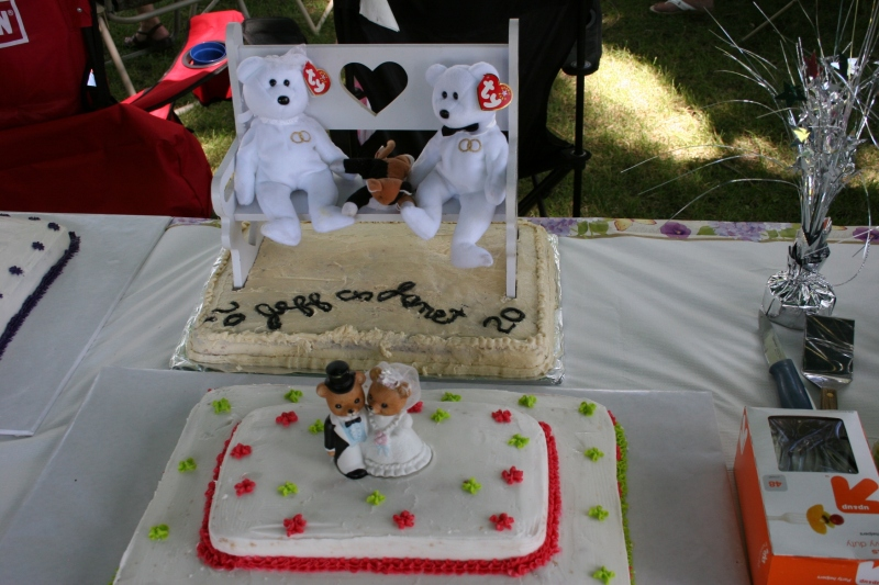 My cousin Dawn, with the help of daughter Megan, made two beautiful anniversary cakes for her brother. My Uncle Wally and Aunt Janice made and decorated the less attractive cake with the beanie baby bears.