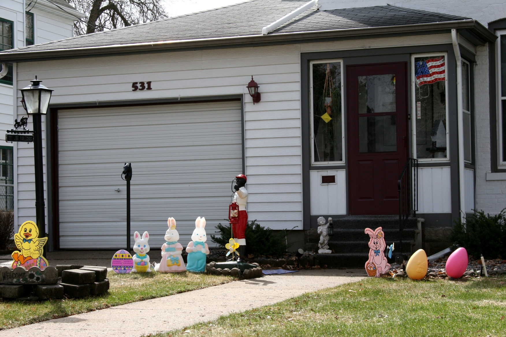 Outdoor easter decorations - More Easter Decorations In That Faribault Front Yard