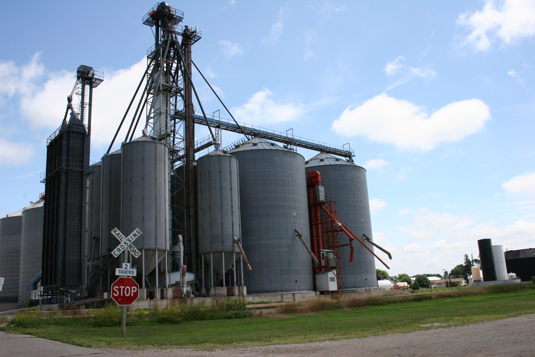 Cluster of grain bins in the heart of new richland