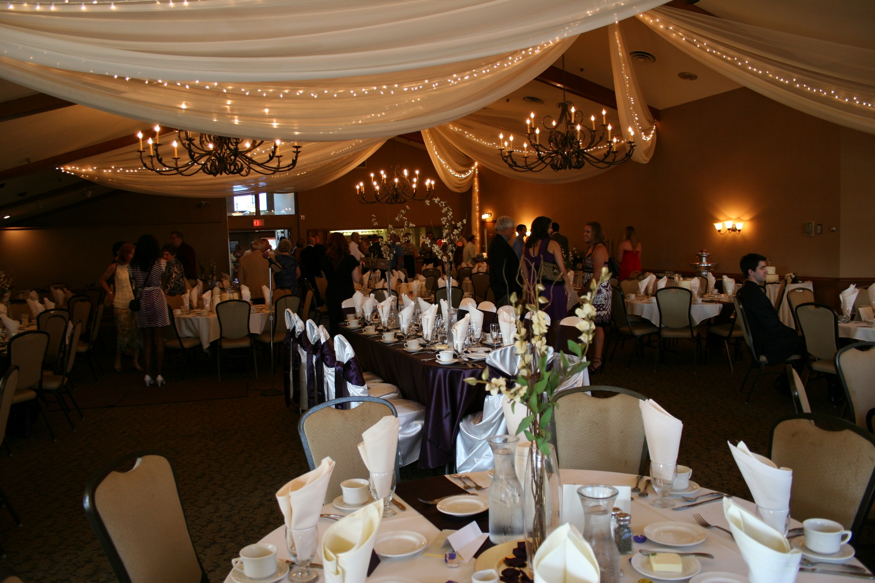 Rent A Wedding Reception Hall : Lindsey and brent s reception was held in an elegant banquet room at