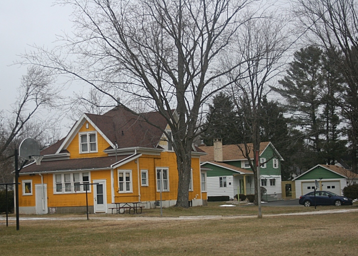 Packers fans houses in Wautoma? Or simply a gold house and a green house?