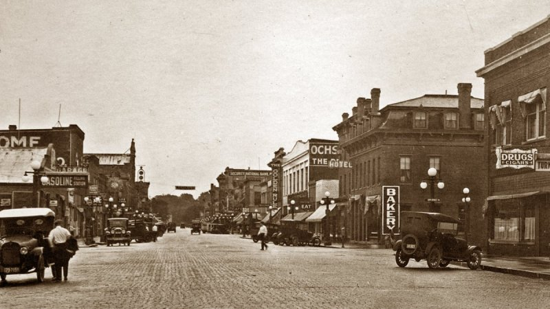 Note the Faribault Ochs store in this mid-1920s photo from the private collection of Daniel J. Hoisington.