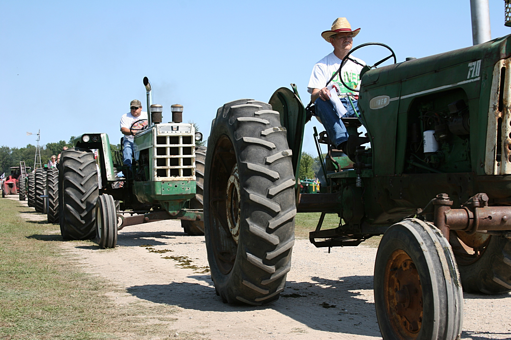 a short photo essay of a tractor parade rural dundas minnesota the oliver was the featured tractor in this year s rice county steam and gas engines show rural dundas minnesota