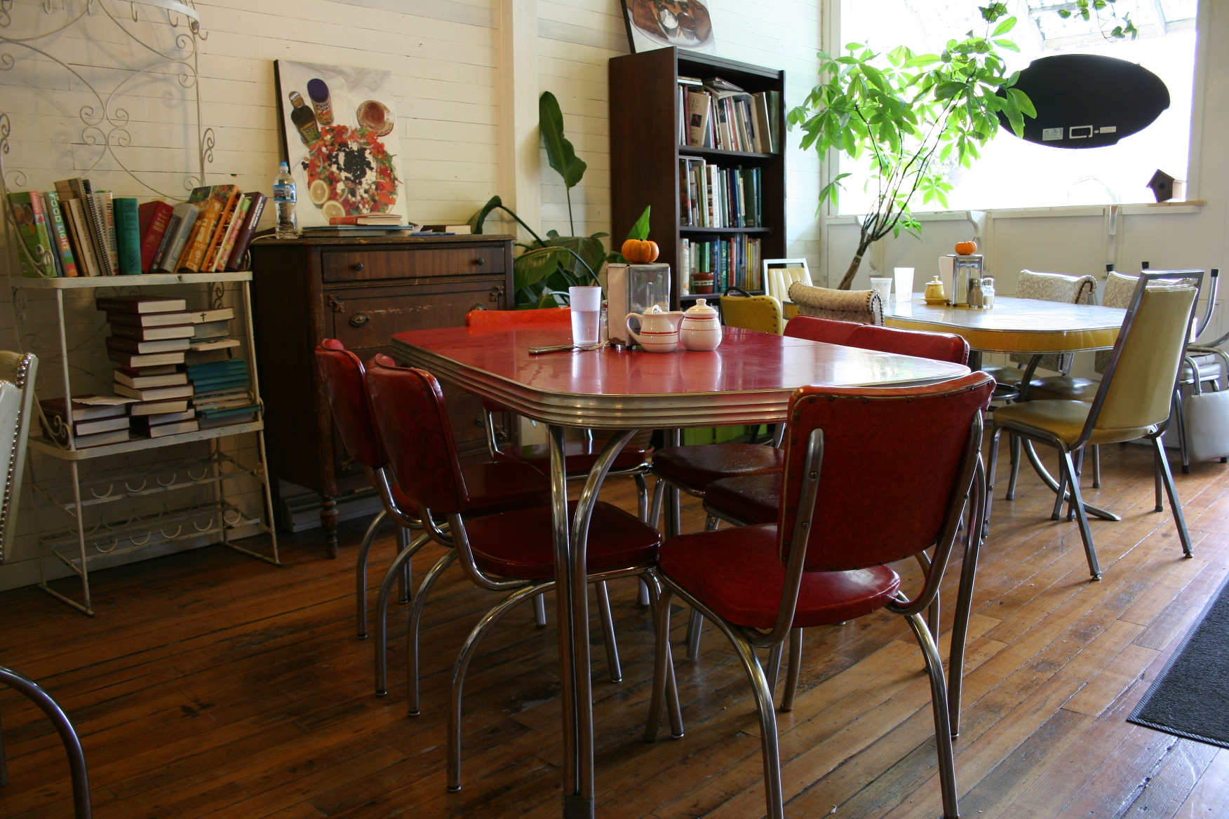 Vintage cafe table and chairs - This