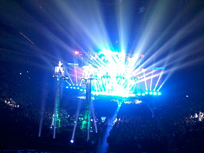 Again, a bad photo, but at least it gives you some idea of the amazing light show and fabulous showmanship of this concert.