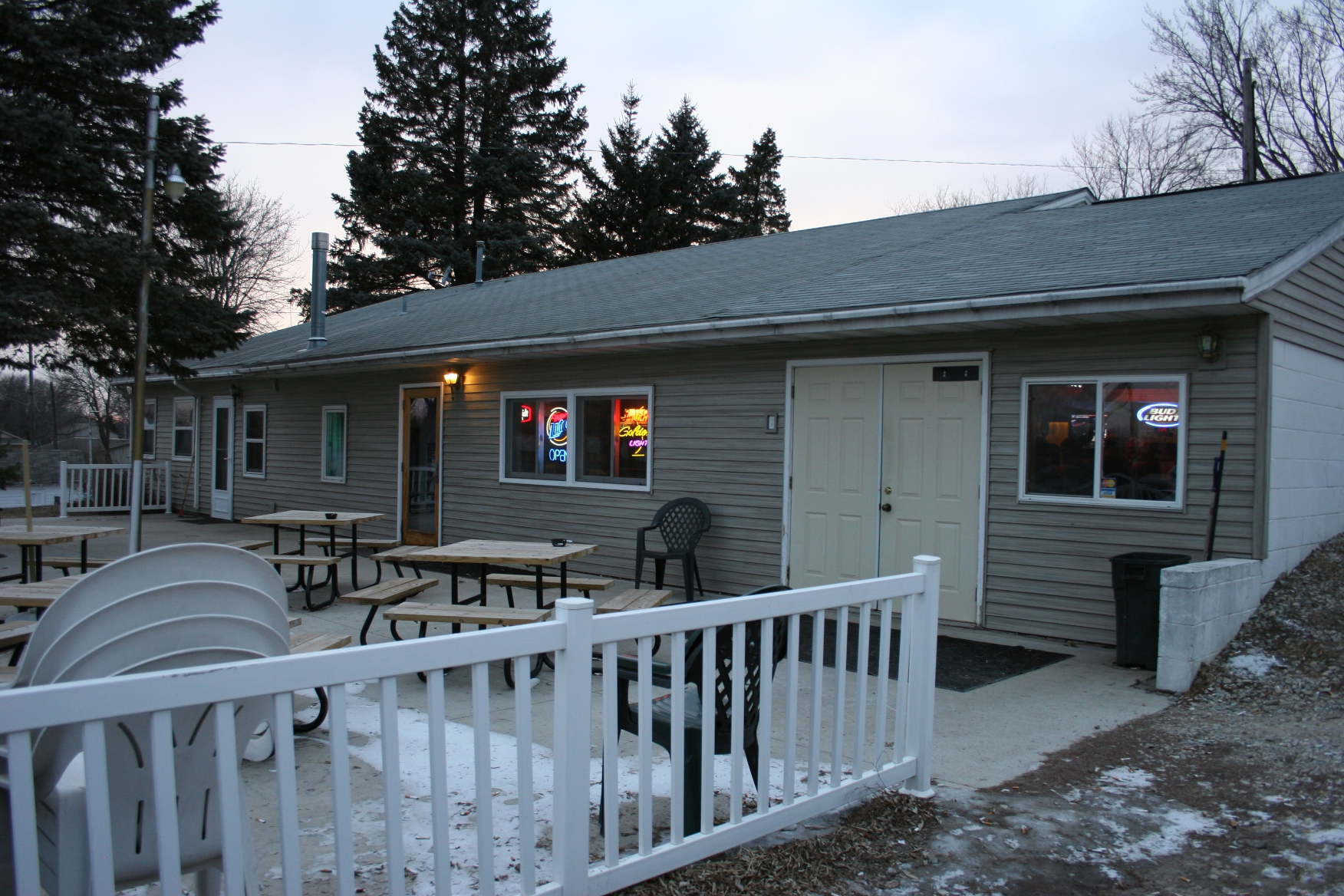 I expect in warm weather, the front patio is a popular dining and drinking spot at the Hole.