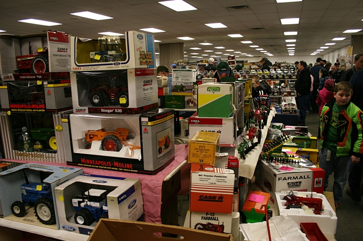 My first look at the farm toy show left me feeling overwhelmed.