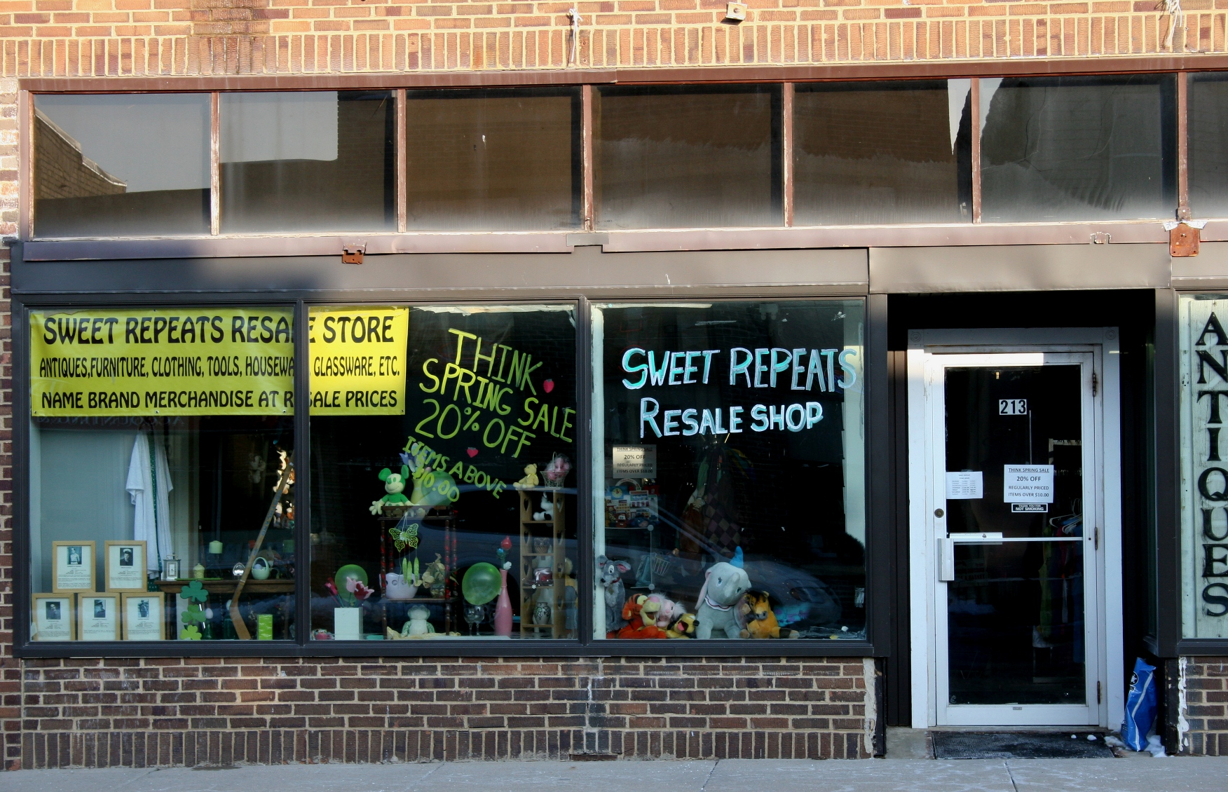 In the lower left corne you can see veterans' tributes in the window of Sweet Repeats Resale Shop.