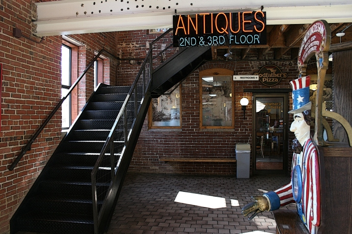 The two antique shops we visited, Pottery Place Antiques and 3rd Floor Antiques, were on the second and third floors.
