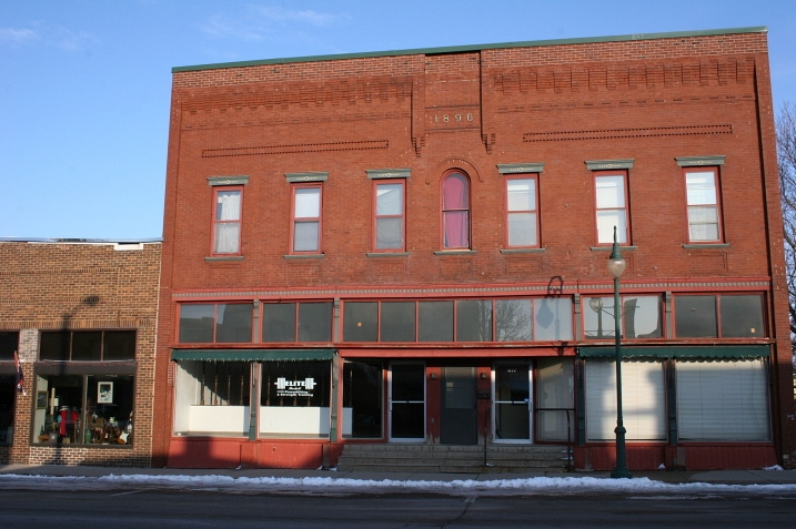 I absolutely love these small towns that have kept their historic buildings.