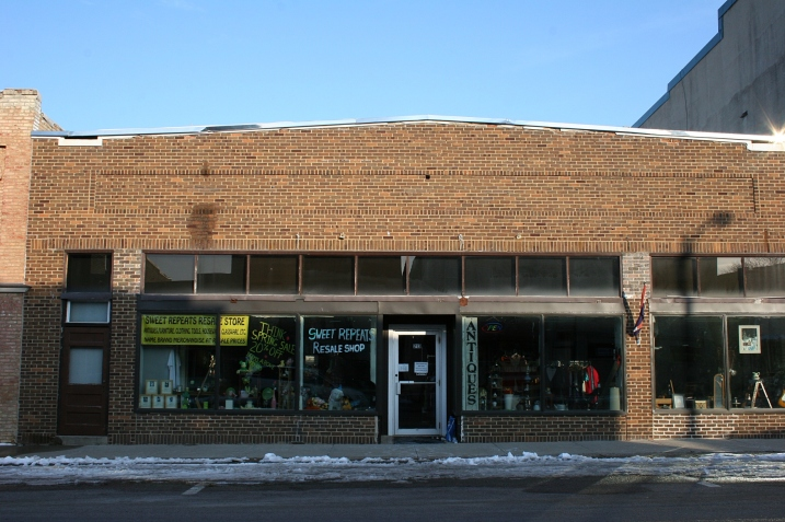 I love antique shops and thrift stores, so you can bet Sweet Repeats Resale Shop is on my list of places to check out.