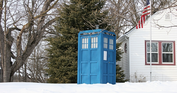 Another view. I don't know which house the TARDIS belongs to, the gray one or the white one.