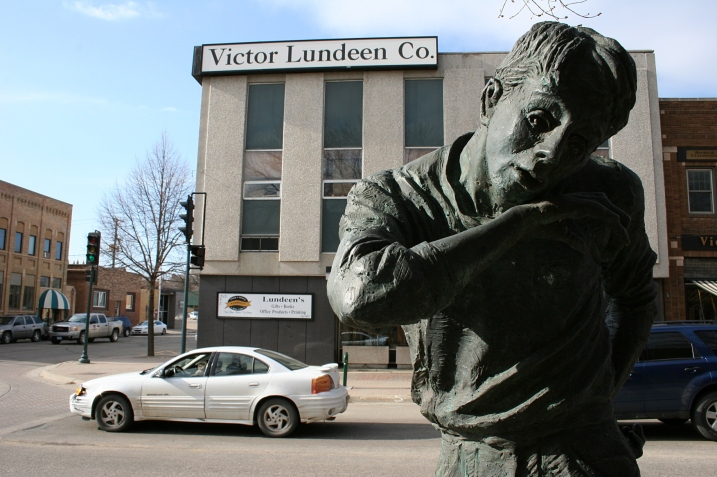 When I inquired at Kaddatz Galleries about the identity of this street corner statue, I didn't get an answer.
