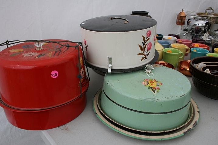 Market, cake tins