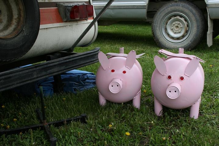 Pigs crafts by Gerald Skluzacek.