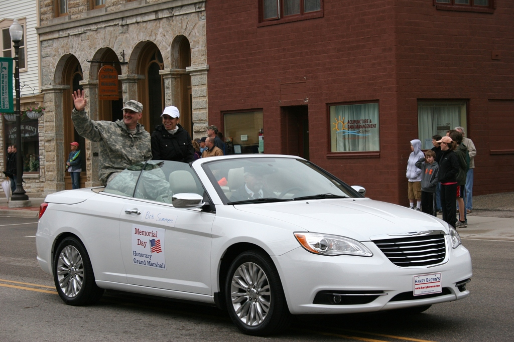 Honorary Grand Marshal Bob Sommers and his wife, Raquel.
