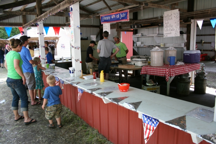 Hot pork and beef sandwiches and cold beverages are served from this stand.