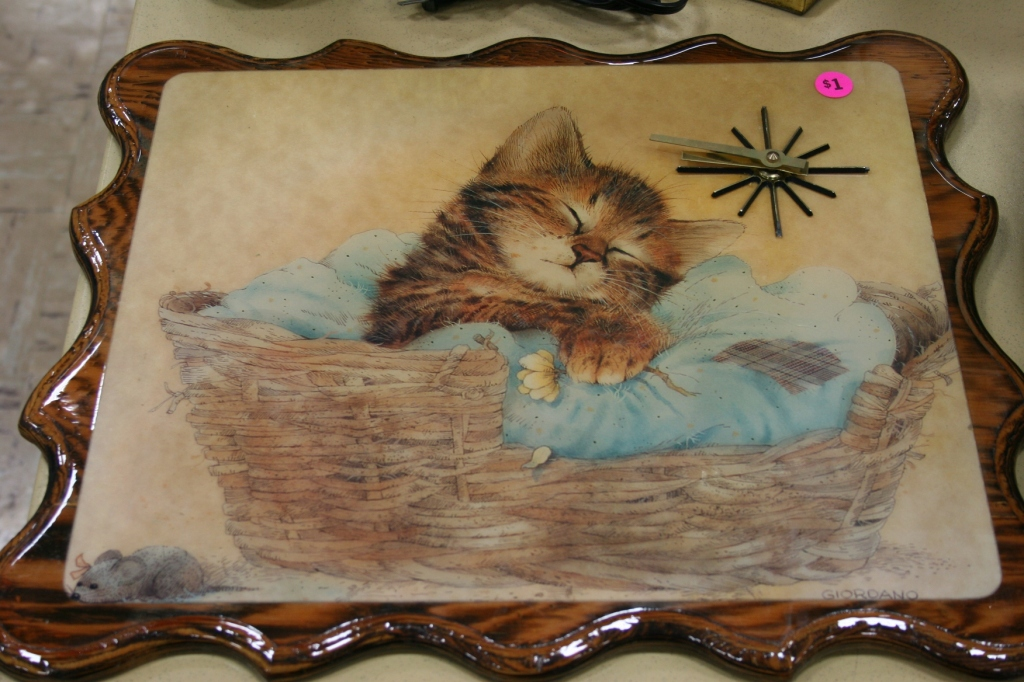 A kitschy vintage clock for the cat lover.