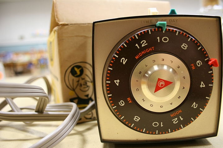 This vintage timer was made in one of my favorite Wisconsin towns, Two Rivers, along Lake Michigan.