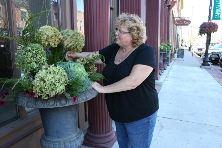 Outside, my floral designer sister, Lanae of Waseca Floral, fills urns with hydrangea from my yard and with ornamental kale and curly willow from her yard.