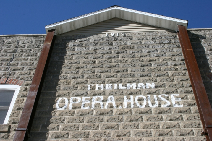 Theilman, Opera House close-up