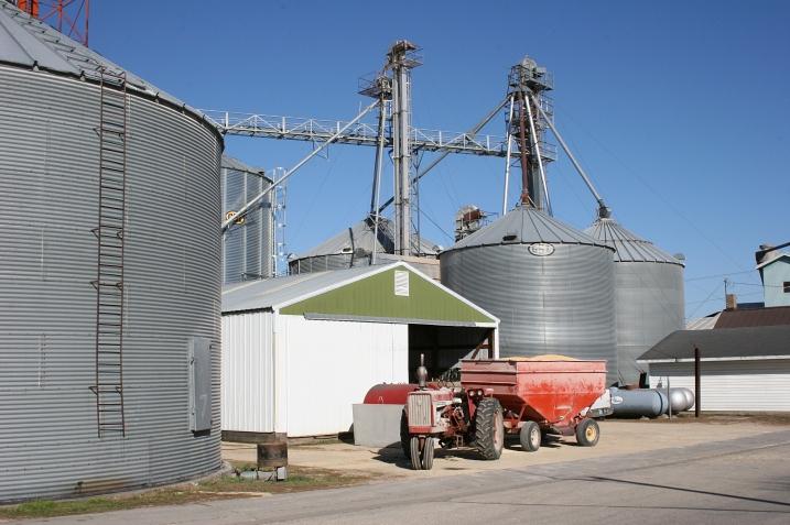Milville, grain bins