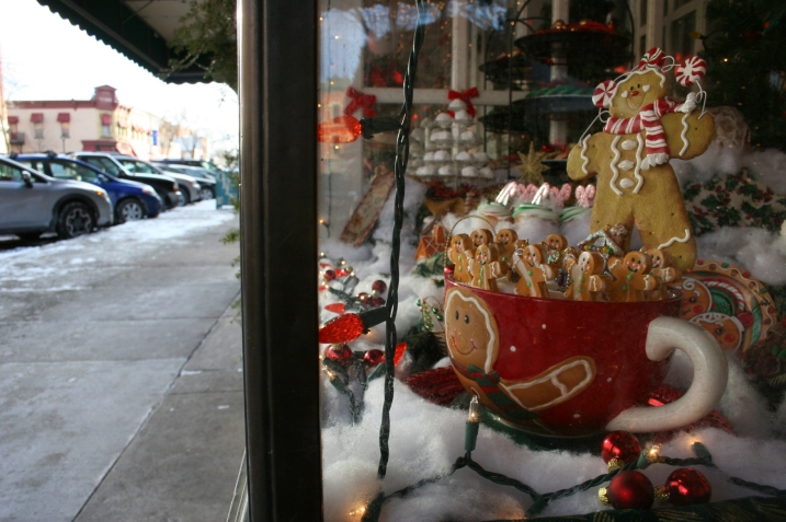 A scene in the bakery window.