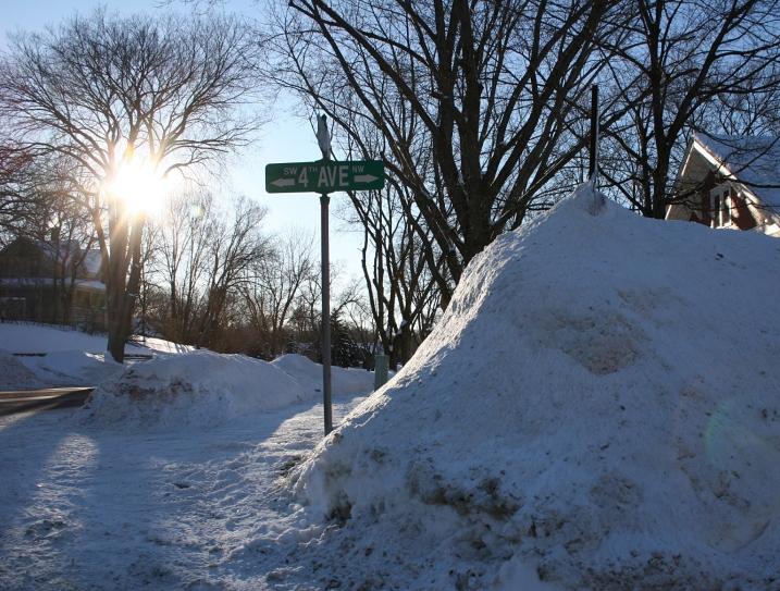 Faribault, Fourth Avenue sign