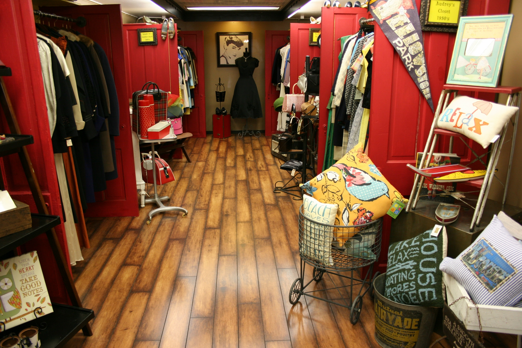 the vintage clothing shop - Kids Clothes Zone