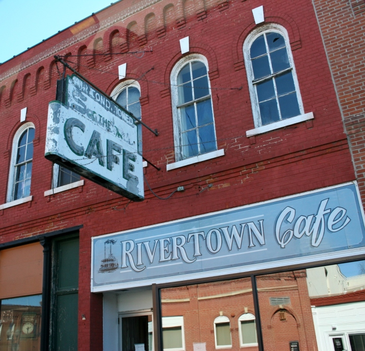 Wabasha, Rivertown Cafe front of