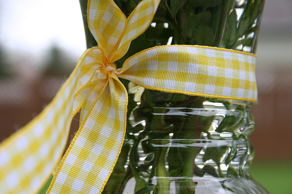 Bouquet, yellow gingham ribbon