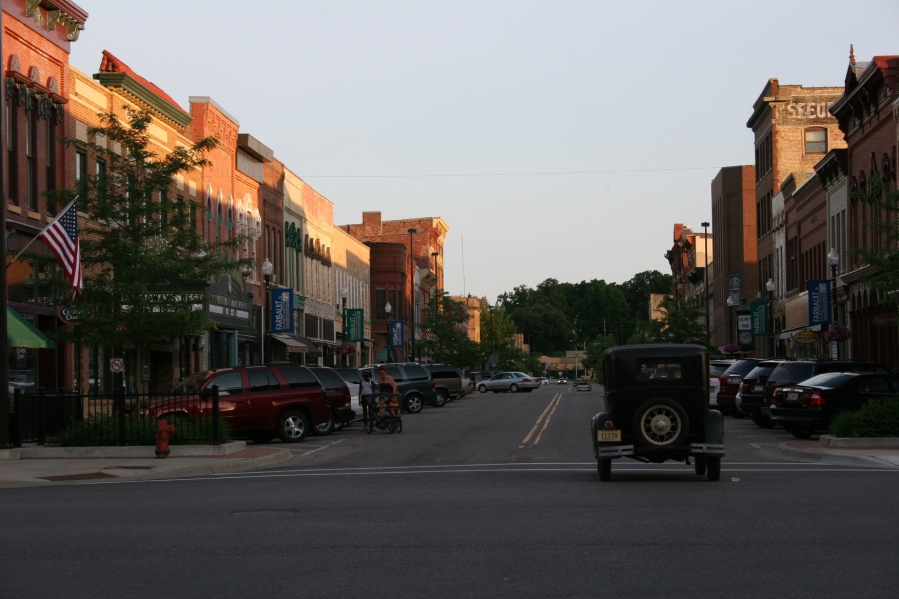 Leaving the show and driving southbound on Central Avenue through historic downtown Faribault.