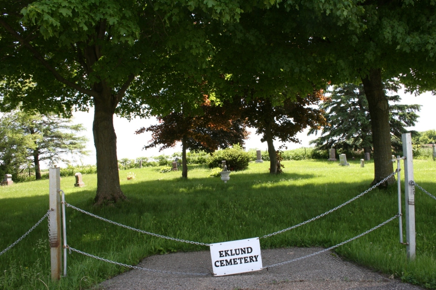 The unassuming entry to the Eklund Cemetery.