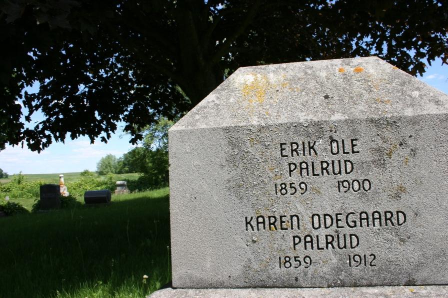 Eklund Cemetery, Palrud gravestone