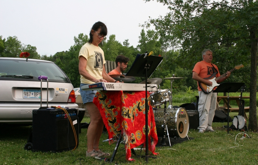 The band provided upbeat music that made you want to dance.