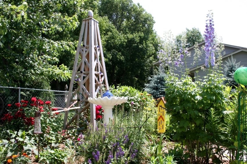 The side yard garden featuring Dale's handcrafted trellis sculpture.