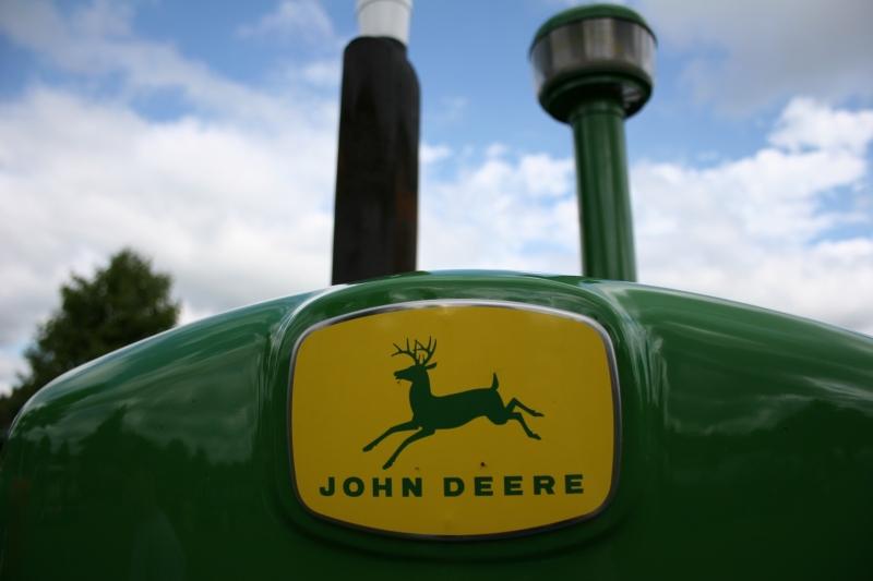 Art, John Deere emblem