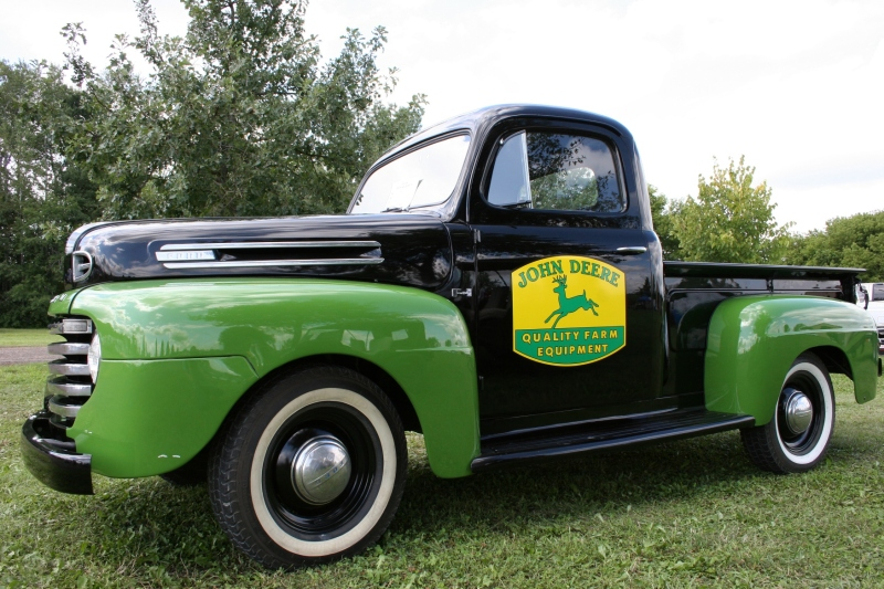 Art, John Deere pick-up