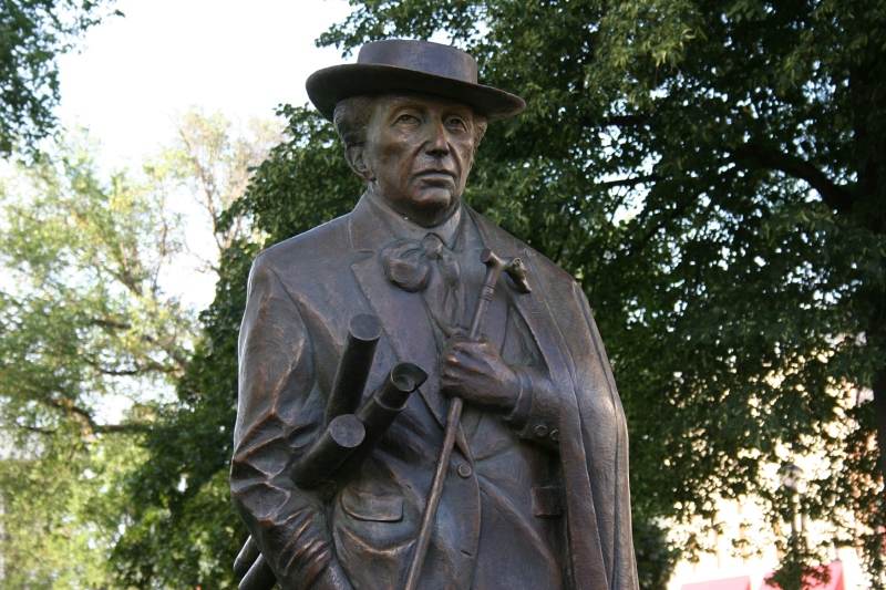 "Martha Pettigrew's ""American Architect,"" a portrait of Frank Lloyd Wright, stands permanently in Central Park. The famous Prairie School style architect designed a house, hotel and bank in Mason City."