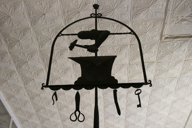 Symbols of the trade for blacksmithing and tin cutting.