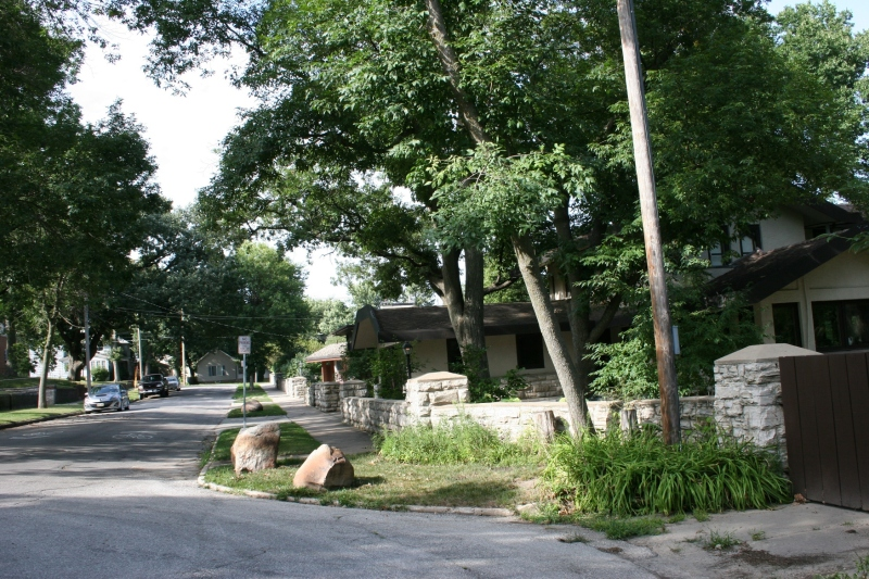 A Prairie School neighborhood snapshot.