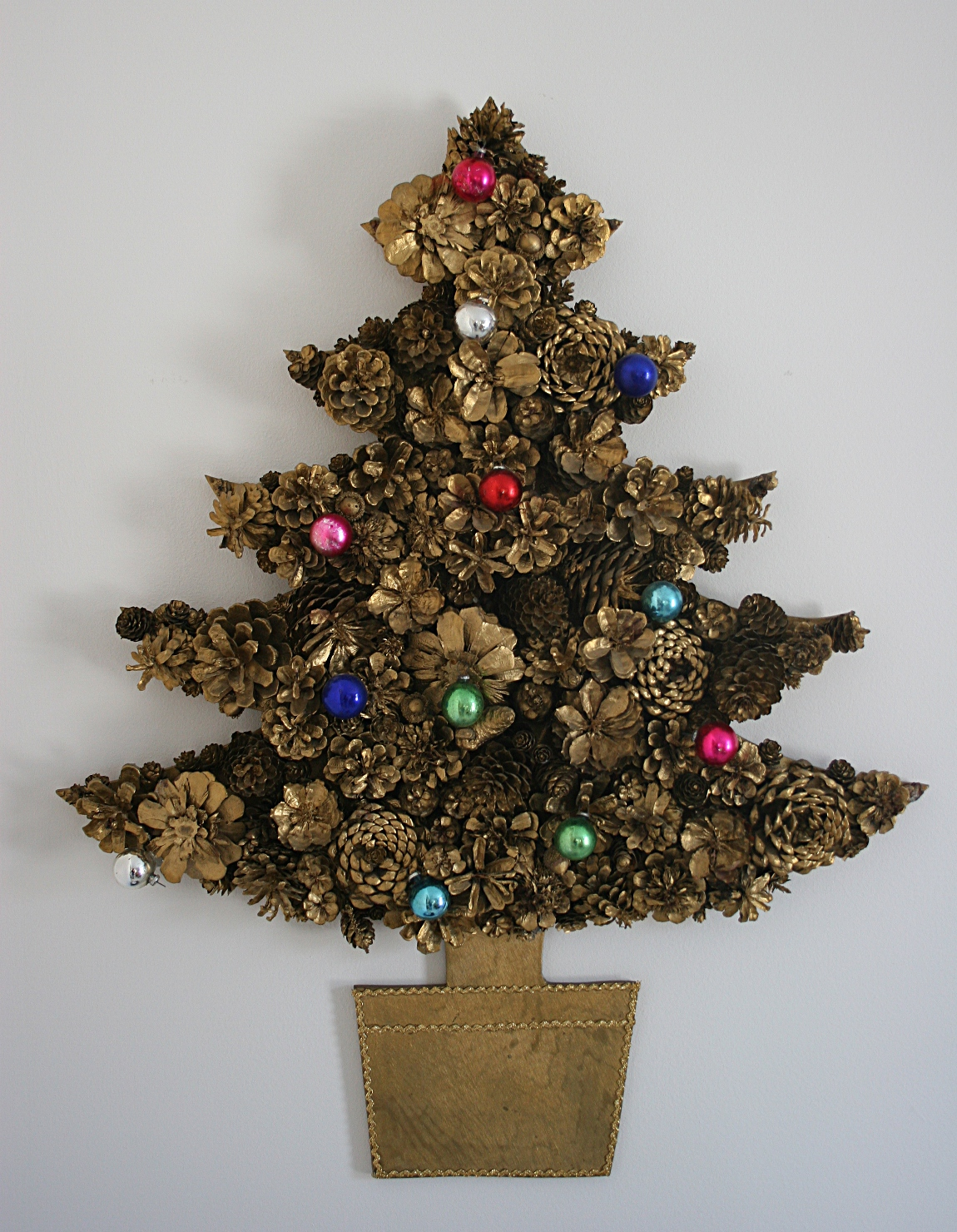 How to Make a Christmas Tree with Paper or Cardboard. Most of these Christmas tree projects use either a paper or cardboard cone as a base. 'Craftaholics Anonymous' has an easy to follow tutorial for their paper Christmas trees made from cardboard cones and ribbon trim. All .