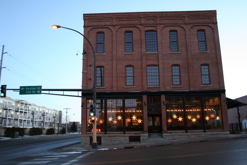 Situation across from the post office, this former warehouse was restored. Today it houses Alexander's Supper Club and Pub 31.