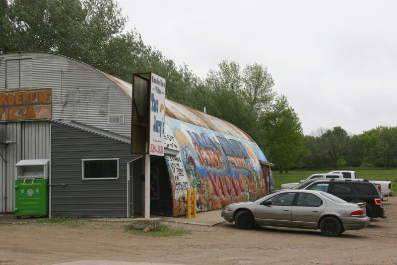 On the way out of town, I spotted this machine shed style building, home to Borderline Pizza and Taco Jerry's.