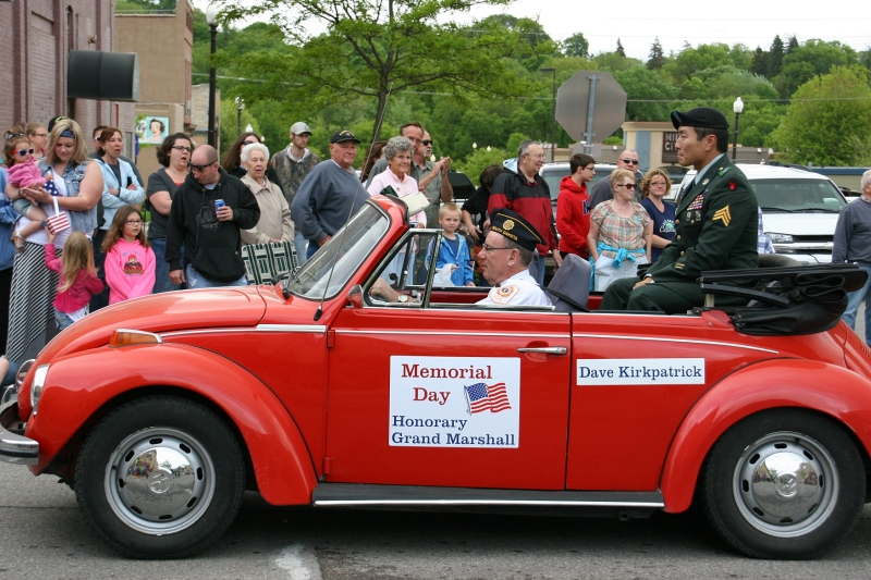David Kirkpatrick, who is my eldest daughter's classmate, was the honorary grand marshall.