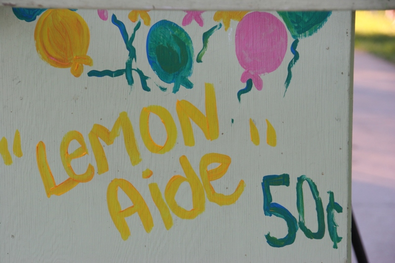 Lemonade stand details, misspelling and all.