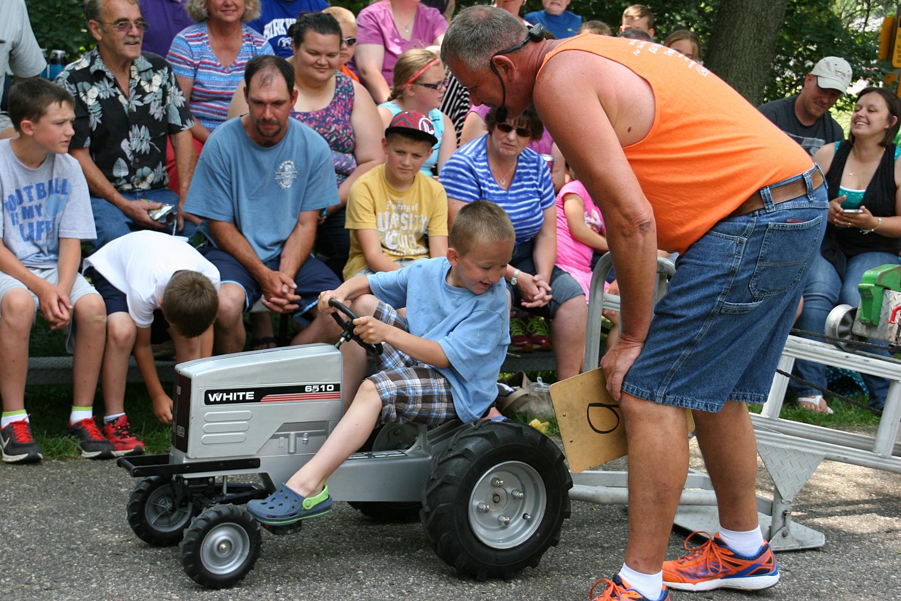 Power Wheels Tractor Pull : Kid power pedal pull minnesota prairie roots