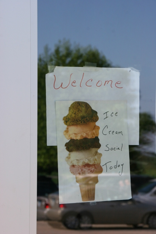 This simple sign welcomed diners to the ice cream social.